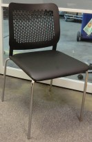 Konferansestol med sete i sort kunstskinn / krom understell, modell: Wait, NY / UBRUKT