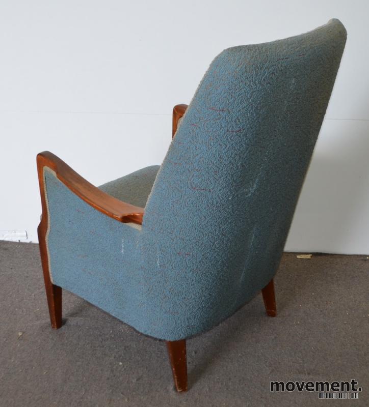 Opprinnelig Lenestol i lyst blått stoff med ben imørkt tre, retro / vintage MQ-07