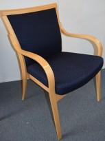 Konferansestol / karmstol i bøk / mørkeblått stoff, pent brukt