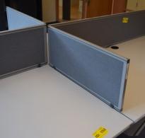 Kinnarps Rezon bordskillevegg i grå farge til kontorpult, 80cm bredde, 35cm høyde, pent brukt