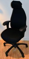 Kontorstol: Malmstolen i sort, Armlener, Høy rygg, Nakkepute, pent brukt