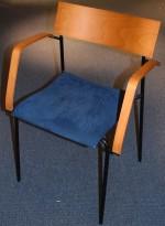 Lammhults Campus konferansestol / stablestol i sort/kirsebær/blått, pent brukt