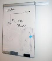 Skinnehengt whiteboard med flipover, ca 70x100cm flate, pent brukt