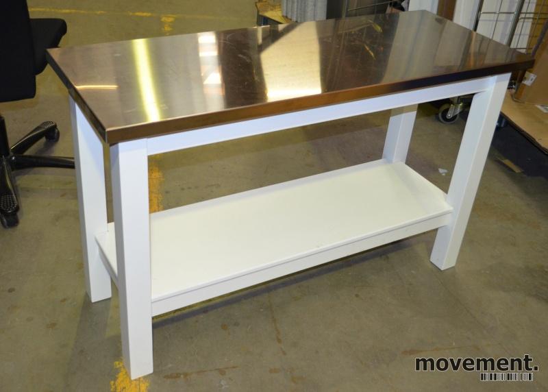Kjokkenoy buffet avlastningsbord ihvitt med plate i stål, bredde 122cm, hoyde 76cm, pent brukt