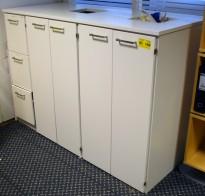 Miljøstasjon / sorteringsstasjon for kontoravfall fra Trece, i hvitt, 167cm bredde, pent brukt