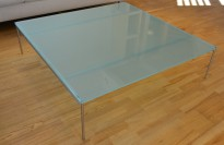 Sofabord / loungebord i frostet glass med understell i rustfritt stål, pent brukt