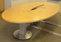 Møtebord i bjerk fra ForaForm, 390x180cm, elektrisk hevsenkfunksjon på høyden, pent brukt