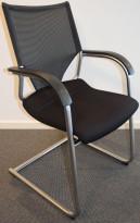 Møteromsstol / konferansestol fra Wilkahn, Tyskland, i sort/mesh/satinert krom, pent brukt