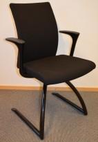 Håg H04 Comm 4470 i sort med sortlakkerte ben, lekker møteromsstol, pent brukt