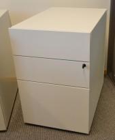 Lekker design skuffeseksjon fra Unifor i hvitlakkert metall, 3 stk skuffer, pent brukt