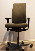HÅG H05 5500 i grått stoff, swingback-armlene, pent brukt