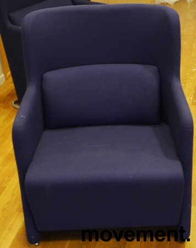 1 seter sofa / loungestol i blått stoff med ben i krom fra Lammhults, bredde 65cm, pent brukt bilde 2