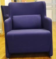 1 seter sofa / loungestol i blått stoff med ben i krom fra Lammhults, bredde 65cm, pent brukt