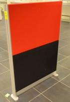 Frittstående skillevegg i lyddempende materiale, rødt og sort stoff, 92x128cm, pent brukt