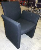 ForaForm loungestol i sort ullstoff, pent brukt