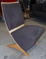 Loungestol / besøksstol fra Helland, modell Taxi, bjerk og grå mikrofiber, pent brukt