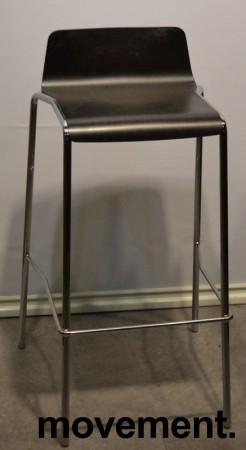 Barkrakk fra Allermuir, sete i sortlakkert finer, krom understell, 75cm sittehøyde, pent brukt bilde 1