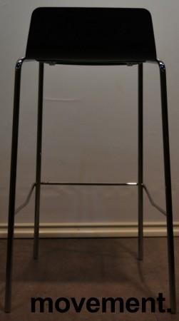 Barkrakk fra Allermuir, sete i sortlakkert finer, krom understell, 75cm sittehøyde, pent brukt bilde 4