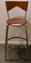 Barkrakk/barstol i valnøtt/krom, sittehøyde 73cm, pent brukt