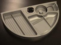 Penneholder for montering under skrivebord, grå eller sort, pent brukt