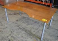 Skrivebord med mavebue i valnøtt fra Fumac, 180x100cm, pent brukt
