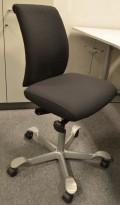 Håg H05 5300 kontorstol med grått fotkryss nytrukket i sort