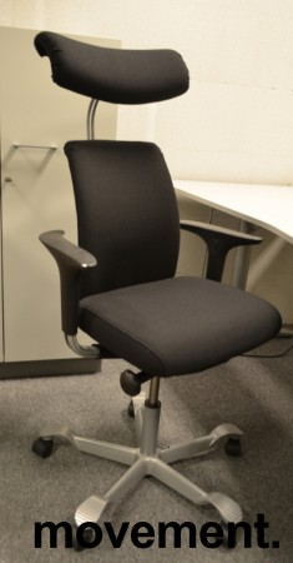 Håg H05 5300 kontorstol med nakkepute og armlene, nytrukket i sort bilde 1