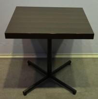 Kafebord, mørke plater, 69x59cm, understell i sort, pent brukt