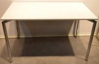 Lammhult Campus 120x70cm skrivebord i hvitt/krom, pent brukt
