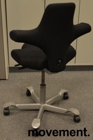 Ergonomisk kontorstol Håg Capisco 8106 nytrukket i sort stoff, 69cm sittehøyde, NYTRUKKET / pent brukt bilde 2