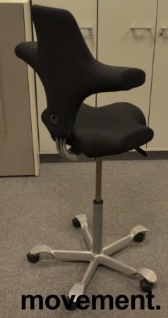 Ergonomisk kontorstol Håg Capisco 8106 nytrukket i sort stoff, 85cm sittehøyde / høy modell, NYTRUKKET / pent brukt bilde 2