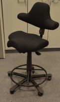Ergonomisk kontorstol Håg Capisco nytrukket i sort stoff,  fothviler, NYTRUKKET / pent brukt