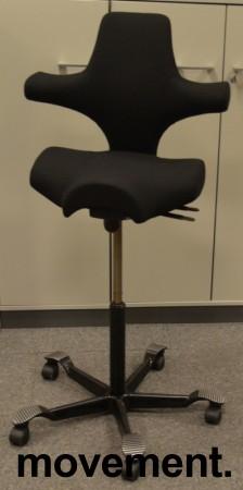 Ergonomisk kontorstol Håg Capisco 8106 nytrukket i sort stoff, 85cm sittehøyde / høy modell, NYTRUKKET / pent brukt bilde 1