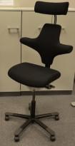 Ergonomisk kontorstol Håg Capisco med nakkepute nytrukket i sort stoff, rett sete, NYTRUKKET / pent brukt