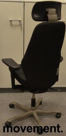 Kinnarps Synchrone 8000, Plus 8, høy rygg, nakkepute i skinn, gelarmlene, nytrukket i sort, pent brukt bilde 2