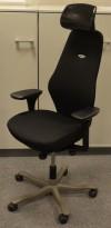 Kinnarps Freefloat 6000, Plus 6, høy rygg, nakkepute i skinn, gelarmlene, nytrukket i sort, pent brukt