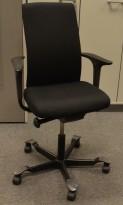 Håg H05 5600 kontorstol i sort, nytrukket, med armlener, pent brukt