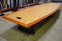 Stort møtebord / konferansebord i bjerk / kirsebær, 700x180cm, passer 22-24 personer, pent brukt