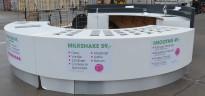 Serveringsdisk og arbeidsbenk med corian-topp og integrert spesialbygget Haglund kjølebenk m/tilbehørskjøler, komplett oppsett med vask, pent brukt