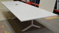 Lekkert konferansebord / møtebord i hvit, Lammhults Funk, 420x140cm, passer 14-16 personer, pent brukt