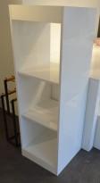 Hylle til butikk i hvit høyglans, 3 høyder, høyde 150cm, pent brukt