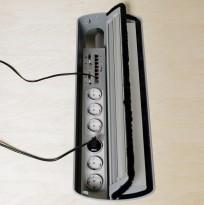 Strømfordeler / forgrener fra Kinnarps med 7 nettverkspunkter, VGA og lyd til projektor og 7 stk stikk, pent brukt