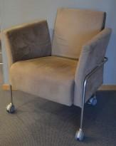 Martela loungestol i lys brun mikrofiber, på hjul, pent brukt
