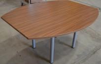 Kompakt møtebord i valnøtt fra König Neurath, 150x120cm, passer 4-6 personer, pent brukt