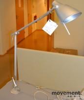 Skrivebordlampe fra Nemo Italianaluce, LEO, for plassering i hull til kabler, pent brukt