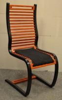Fora Form Spring stol, design: Terje Hope, Sorte sidevanger, spiler i kirsebær, pent brukt
