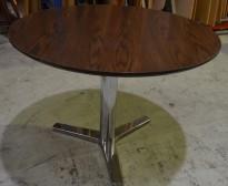 Rundt møtebord / barbord i krom / brunbeiset eik, Ø=125cm, høyde 89cm, pent brukt