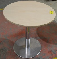 Lite, rundt bord i bjerk / krom, Ø=70cm, pent brukt