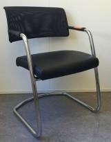Konferansestol fra Sitland, modell Passepartout, i sort skinnimitasjon / krom, pent brukt