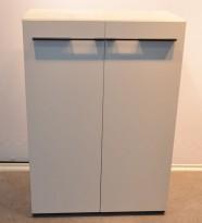 Skap med dører i hvitt, 3 Høyder, innvendig skuff, bredde 80cm, høyde 114cm, pent brukt